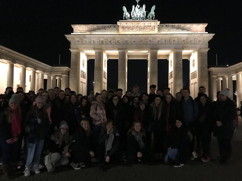 Students at the Brandenburg Gate